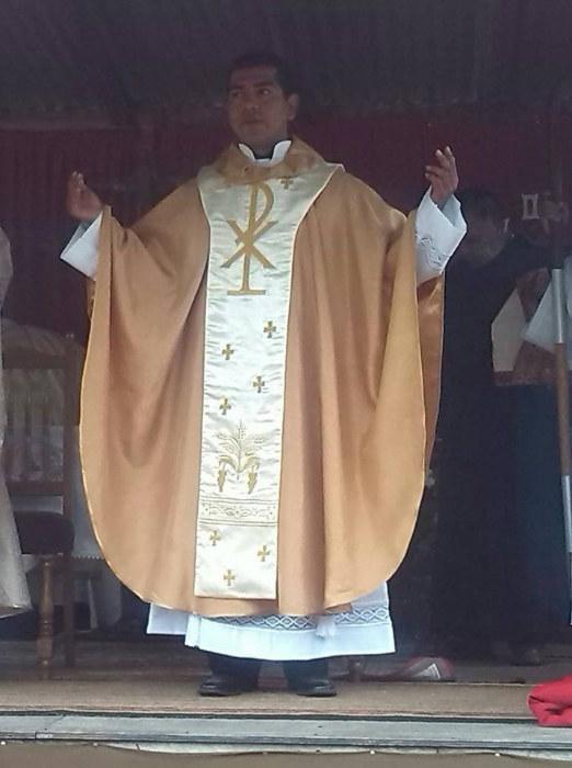 Rito Del Matrimonio Catolico : Talleres ecelesiasticos belen casullas doradas